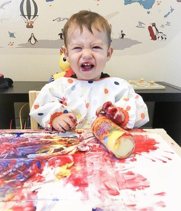 Arte mezclando Pintura – Actividad para bebé de 13 meses